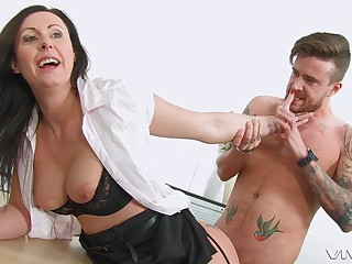 Mommy wants the new guy to soak her pussy beside sperm