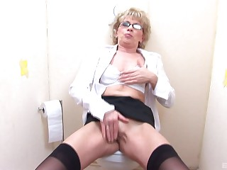 Mature sucks and fukcs on every side a stranger trought the boundary-line until she cum
