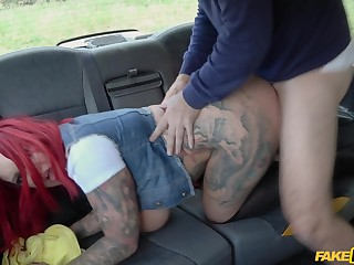 Big irritant woman leaves the taxi driver to show her a good time